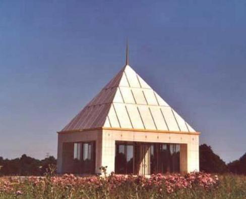 Le mémorial Sainte-Janie à Baillou, lieu de destination d'un bon millier de visiteurs venant honorer chaque année la mémoire de celle qui, dans son pays, est vénérée telle une sainte.