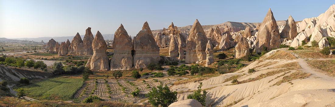 1100px-Cappadocia_Chimneys_Wikimedia_Commons